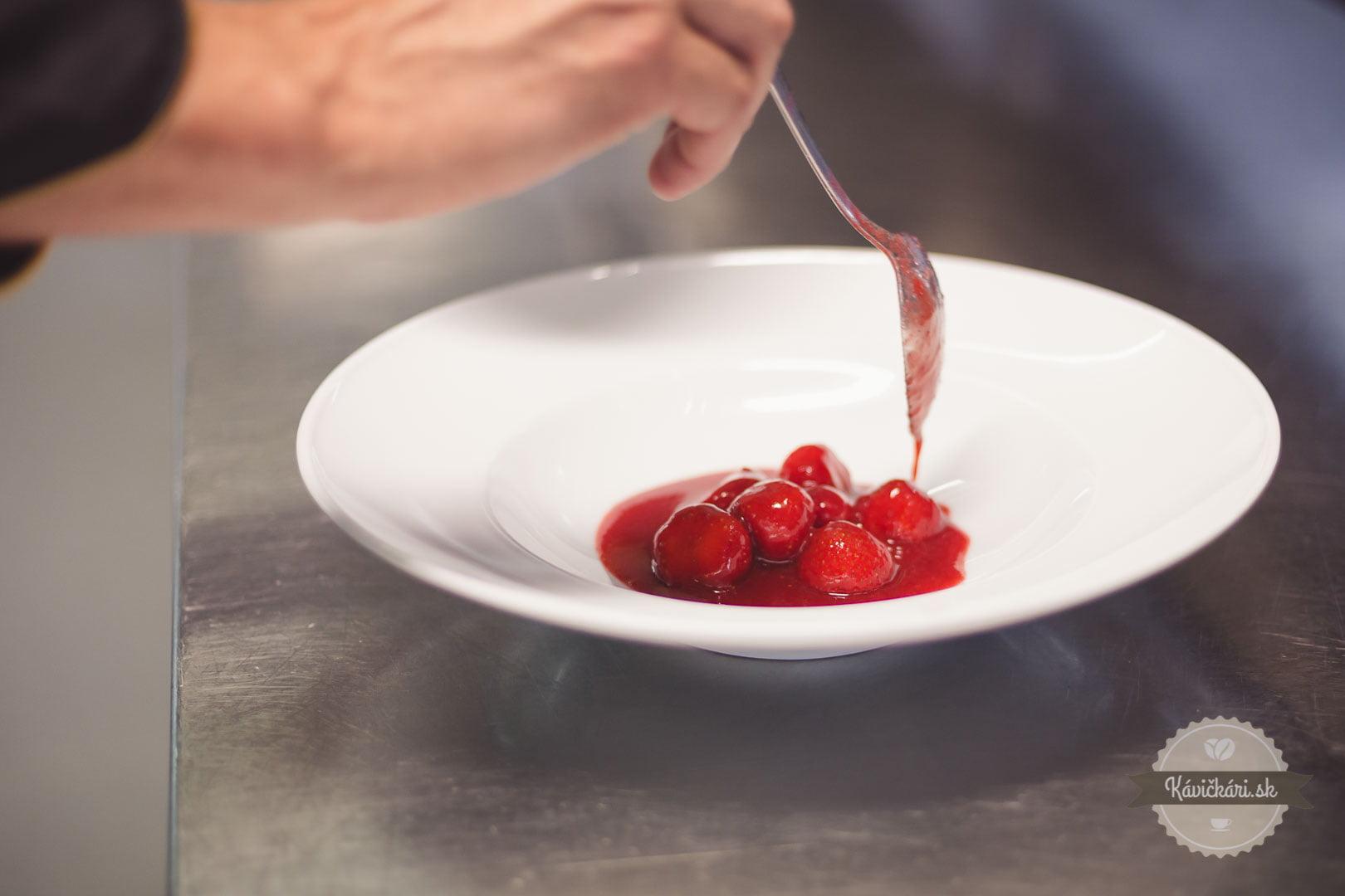 jahody marinované v portskom