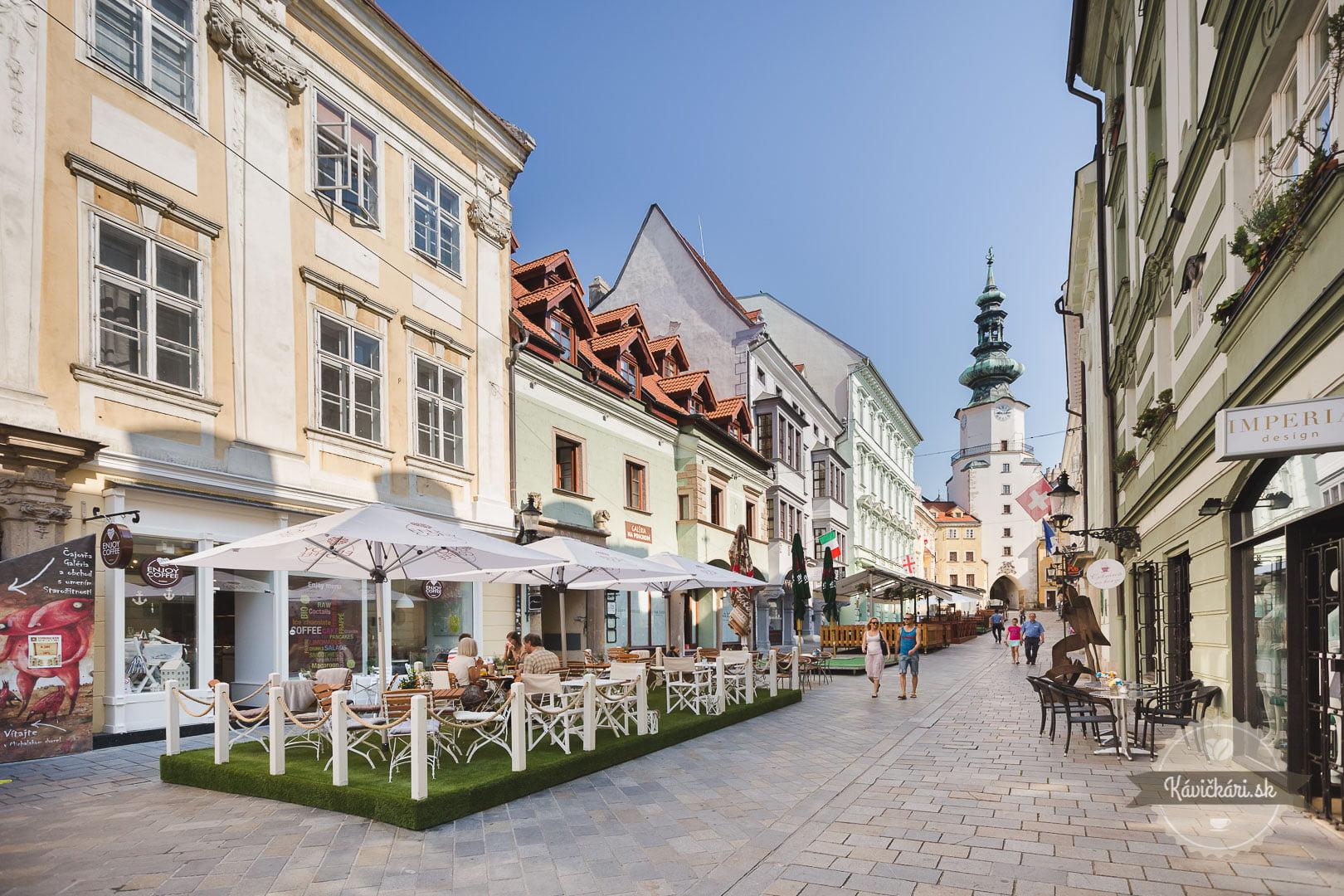 terasa v centre Bratislavy Enjoy Coffeea