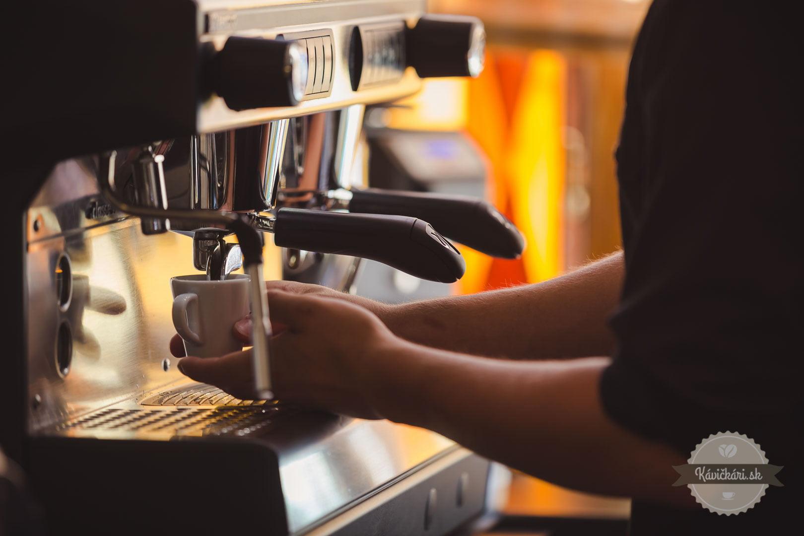 príprava kávy mlsná emma