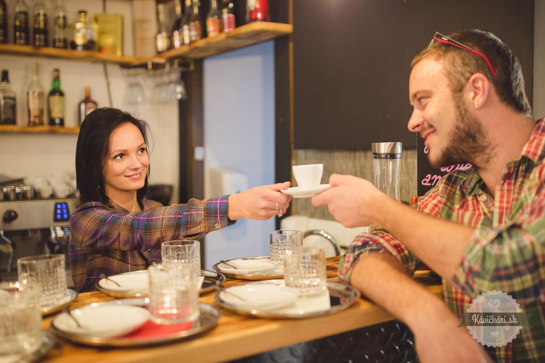 kaviareň, káva