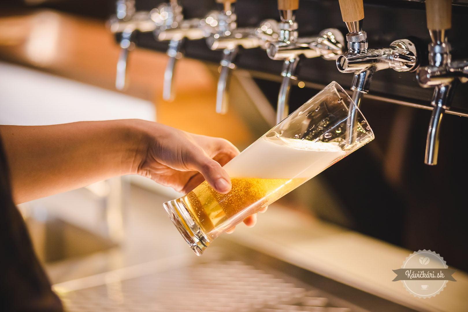 čapované pivo centrálna klubovňa