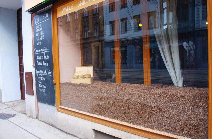 Kafec v Brne: Raj pre kaviarenských povaľačov
