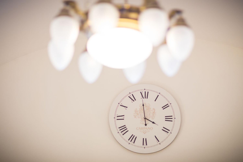 carpano hodiny na stene