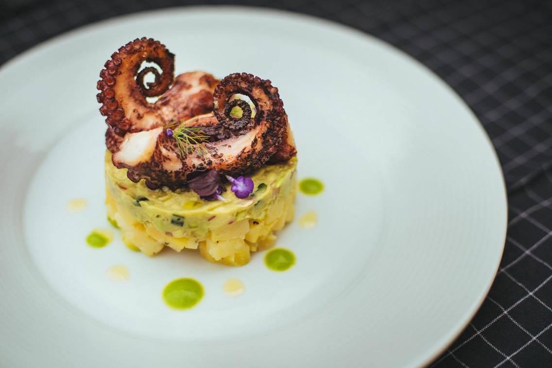 chobotnica so zemiakovým šalátom la vita