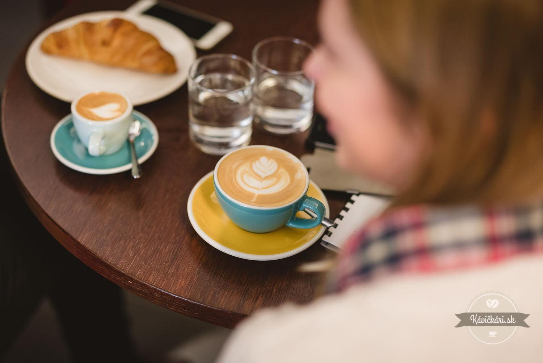 raňajky s kávou Bazzara Cafe Bistro Alfa Poprad