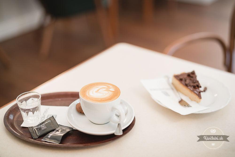 káva a koláč