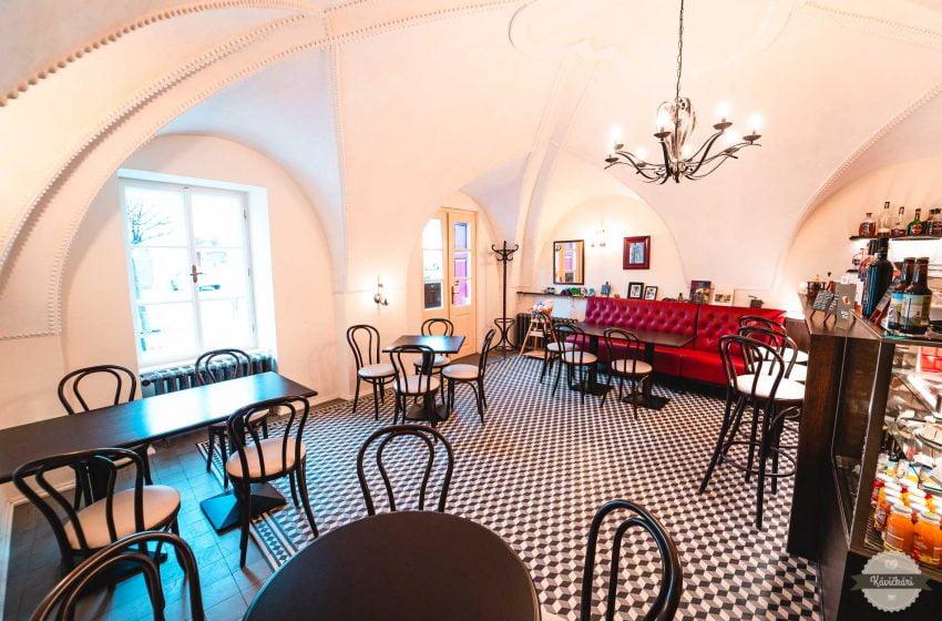 Kaviareň Krone vo Svätom Jure: Miesto, kde história a prítomnosť píšu svoj príbeh spoločne