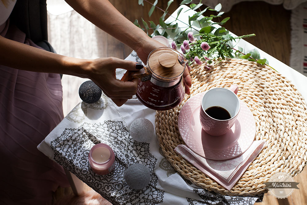 káva-kanvica-servírovanie