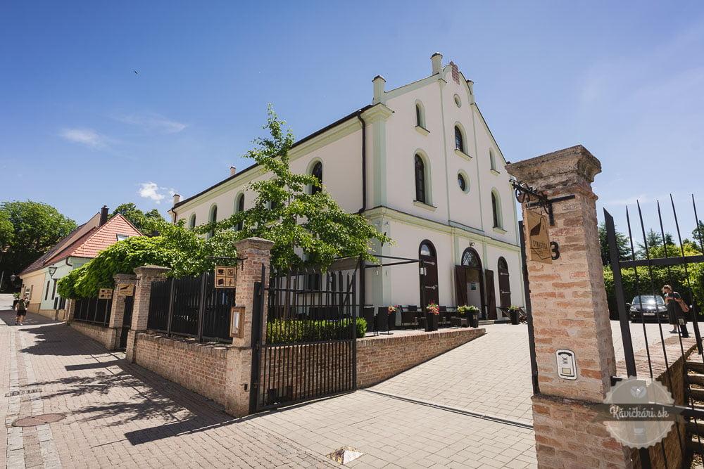 kaviareň synagoga v trnave terasa