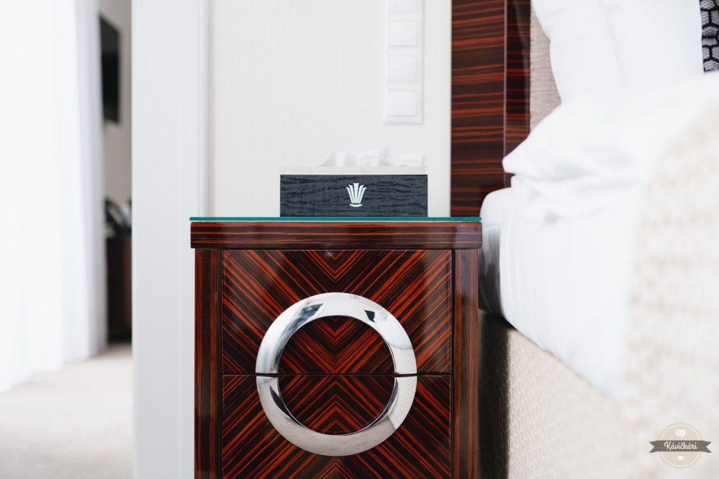 hotel-royal-palace-logo-stolik