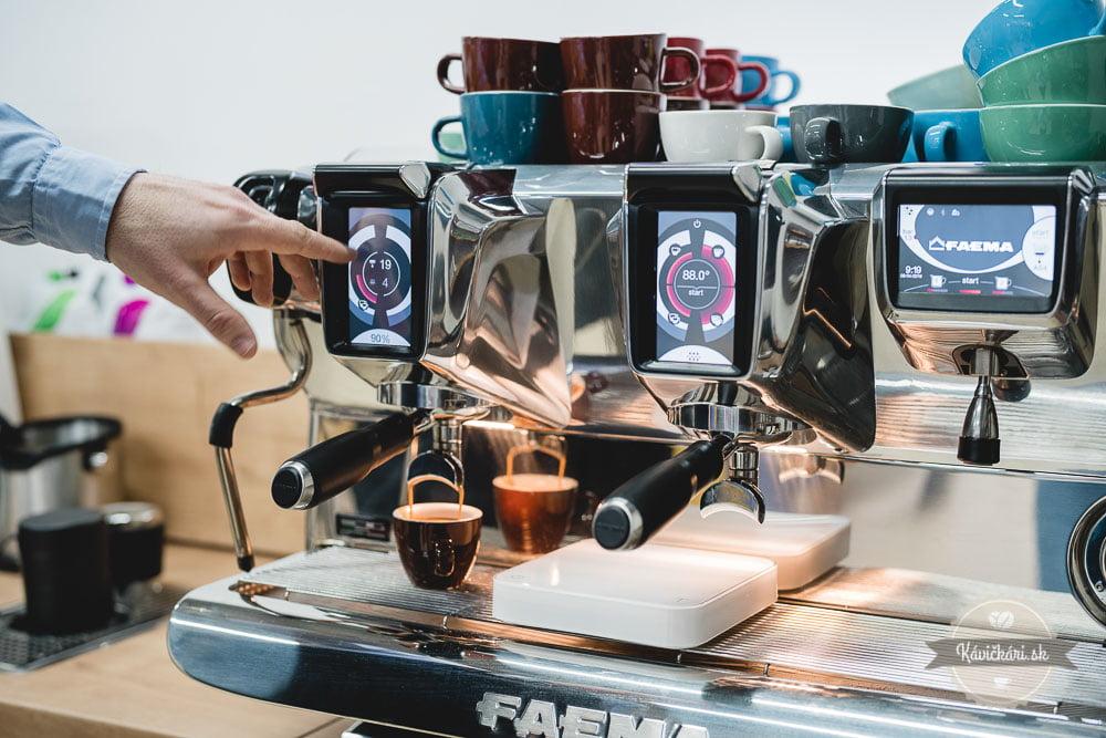 kavovar-gatsrovia-kavickarisk-kava-faema