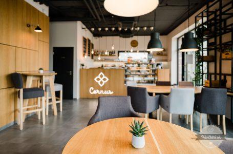 Cornus Café uprostred dedinky Kvetoslavov