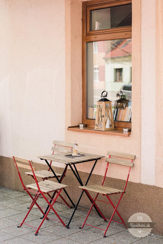 kafe-kniznica-terasa