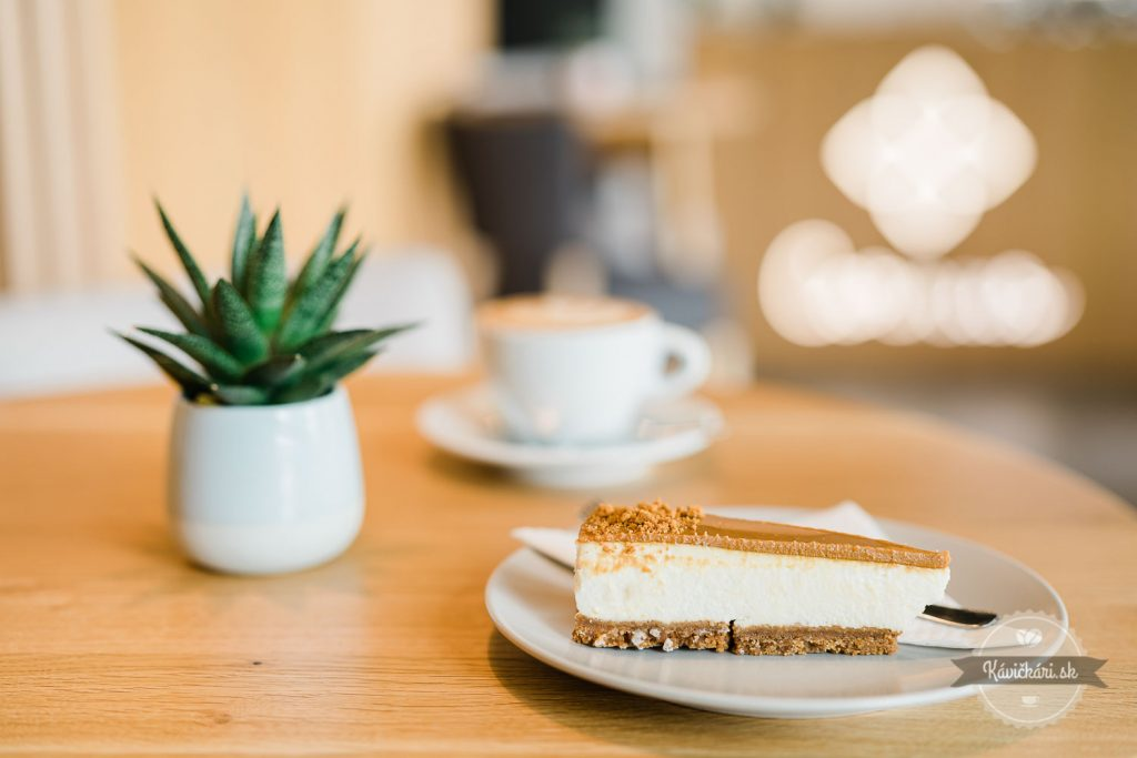 kolacik-kava-cornus-cafe