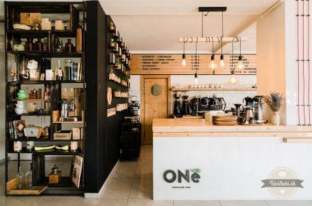 Oné Espresso Bar vblízkosti autobusovej ivlakovej stanice vTrnave