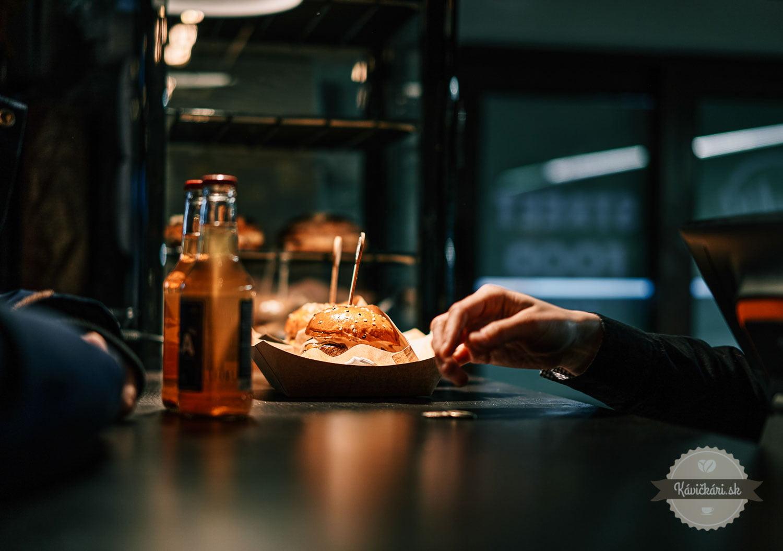 burger-coolna-kavickarisk_K